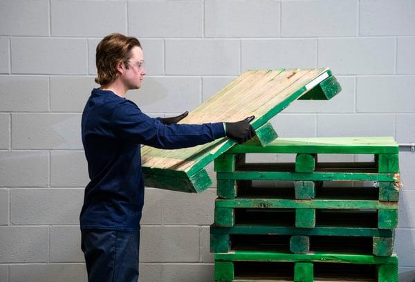 WK ergonomics in manufacturing lifting pallet