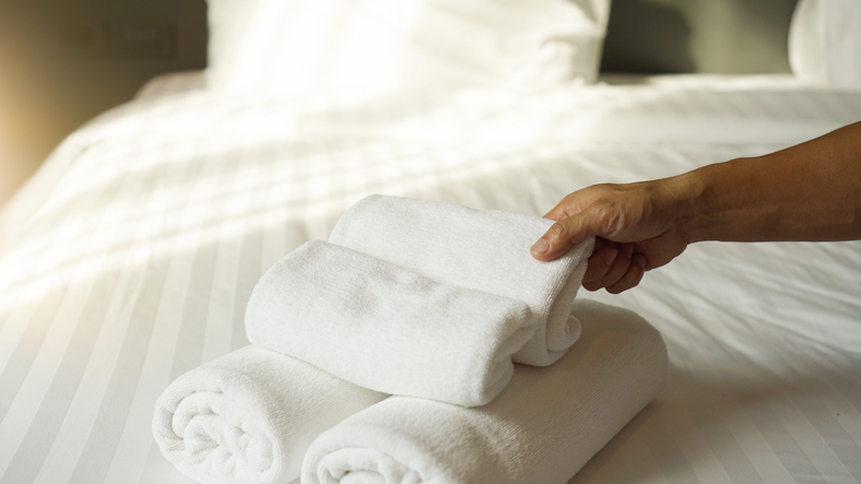 Best Small Hotel Room Design Ideas - towels on bed
